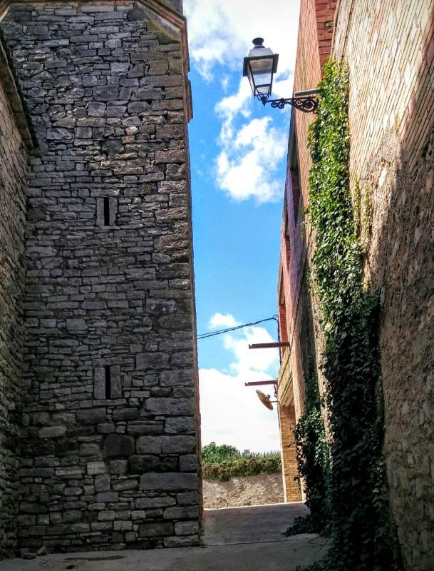 19.04.2015 detall església  La Tallada -  Ramon Sunyer