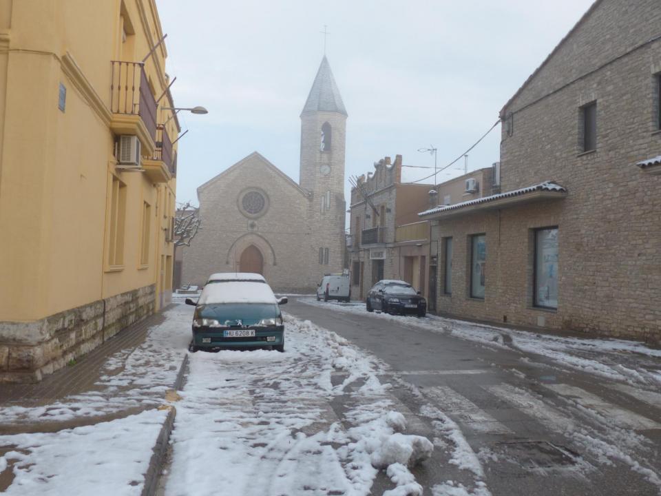 28.02.2016 Carrer dels Regidors, amb l'església del Sagrat Cor al fons  Sant Guim de Freixenet -  Daniel Espejo Fraga