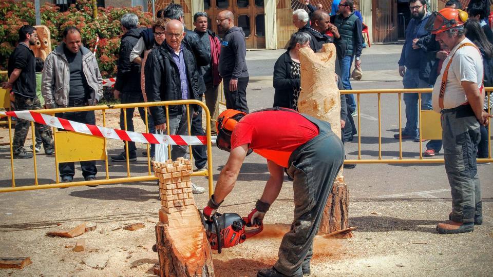 10.04.2016 escultures de fusta tallades amb motoserra  Calaf -  Ramon Sunyer