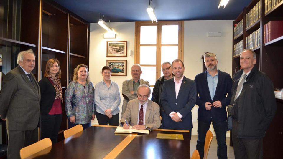 Signatura del conveni de Campus d'Arqueologia de la UAB - Guissona