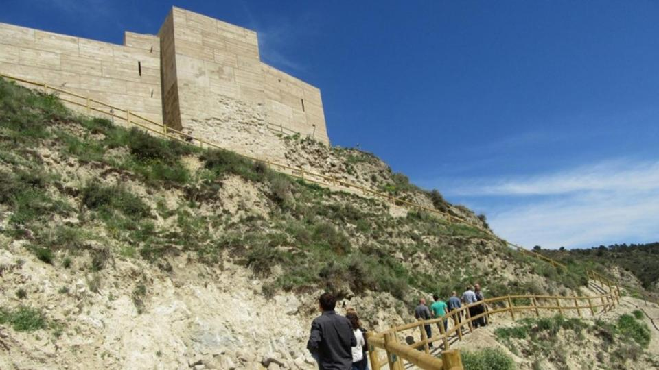 27.04.2016 Finalitza la restauració del castell de Sant Esteve a Castellfollit de Riubregós  Castellfollit de Riubregós -  Aj Castellfollit