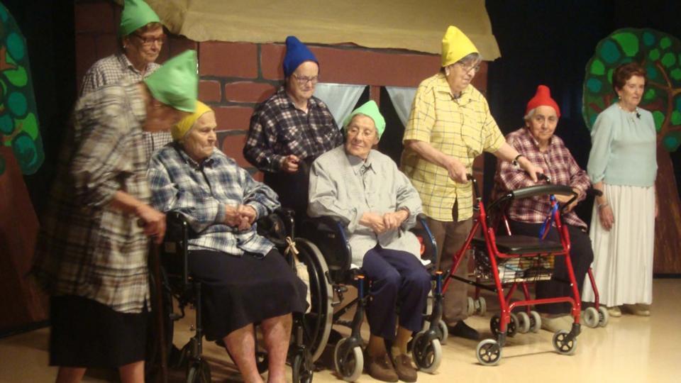 03.06.2016 representació del conte de la BLANCANEUS i els 7 nans a la Fundació  Guissona -  Aj Guissona