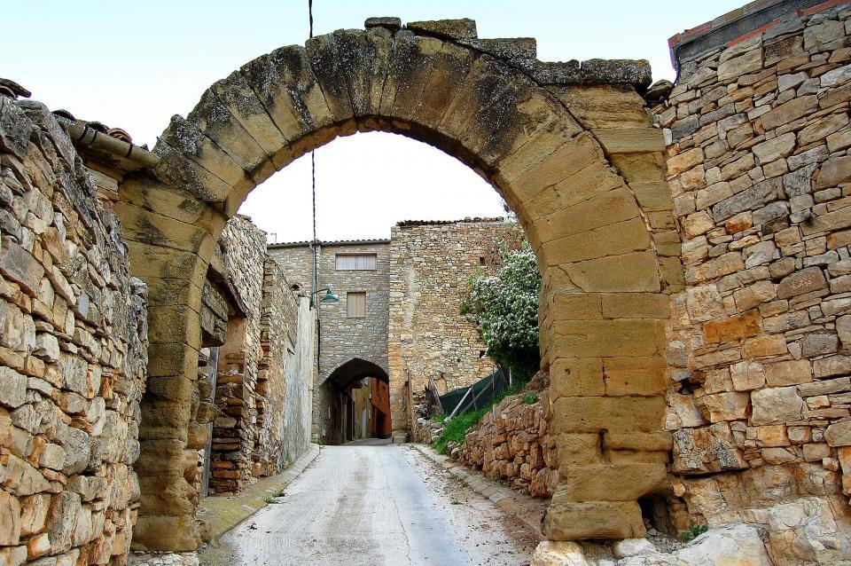 23.04.2010 Portals del carrer del Pou  Granyena de Segarra -  Àngela Llop