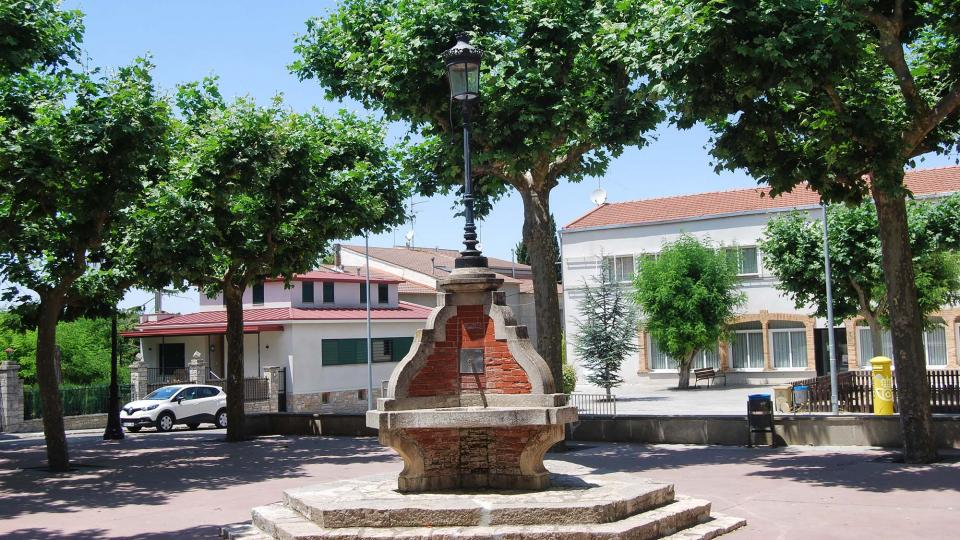 10.07.2016 Font de la Plaça del Doctor Perelló  Sant Guim de Freixenet -  Ramon Sunyer
