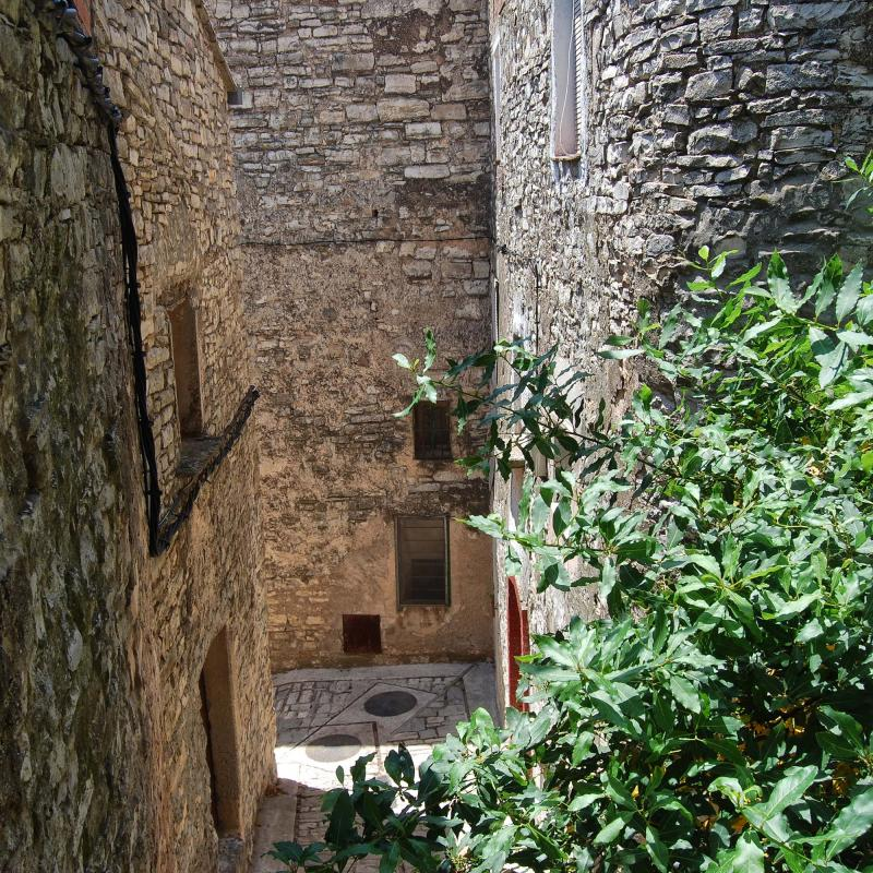 old Town  Porxos i carrers - Author Ramon Sunyer (2016)