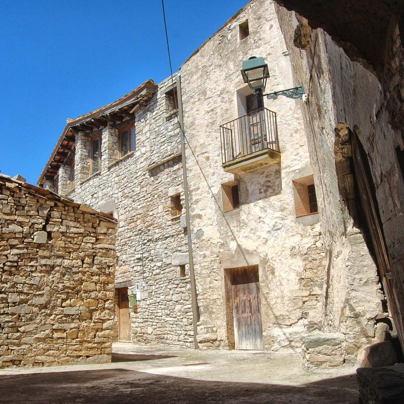 Vila vella  Portals i carrers - Autor Ramon Sunyer (2016)