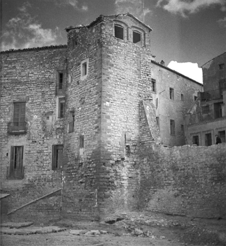 Fotografia de la desapareguda Torre de la Cadena, de la muralla medieval de Cervera (entre 1930 i 1935) Claudi Gómez Grau - Cervera