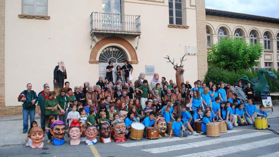 L'Agrupació Seny Major de Cervera guardonada amb el vuitè premi Sikarra. El grup jove dels bombollers - Cervera