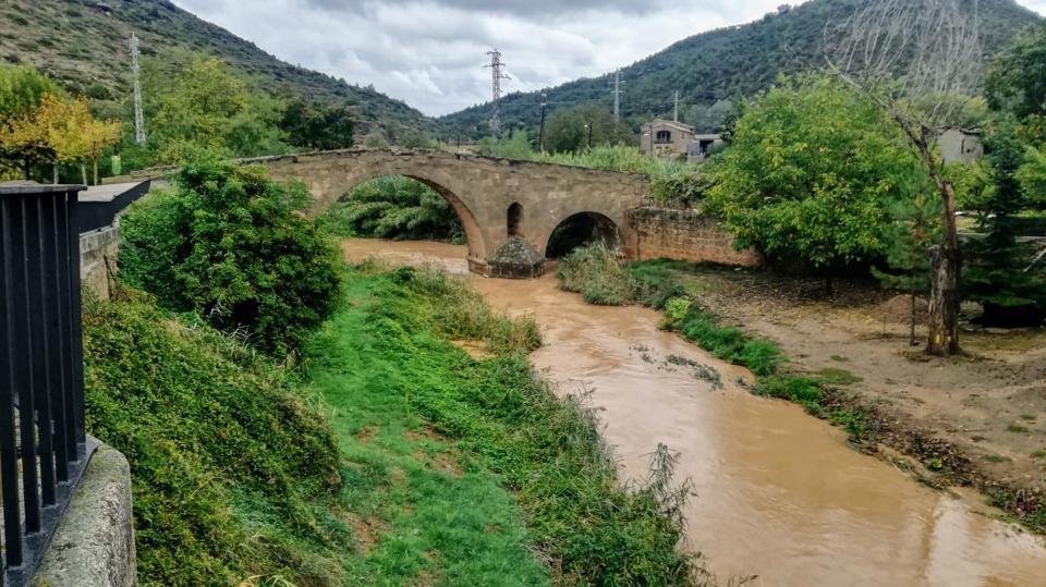 La llevantada deixa pluges generoses a la Segarra. El riu Llanera al pas per Torà