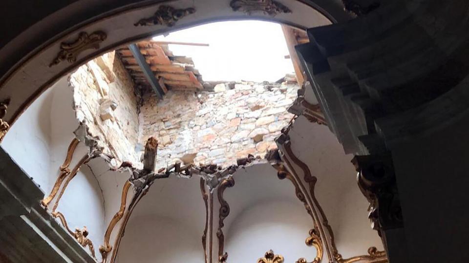 Les pluges han esfondrat part de l'església de Sant Pere de Savallà del Comtat -