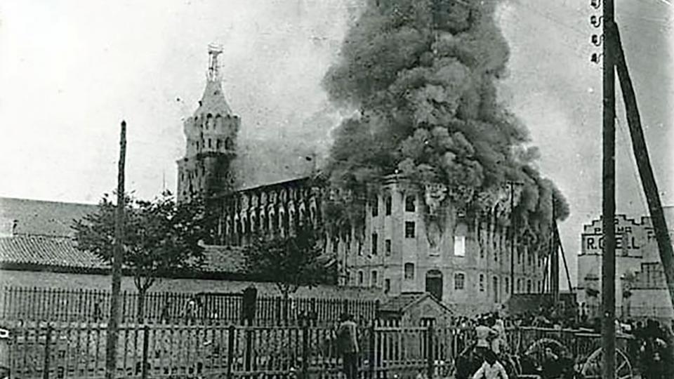 el 7 d'agost de 1923, un incendi va cremar completament l'edifici - Cervera