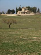 Guissona: 'Prop de Guissona hi ha l'ermita de Sant Pere, on es celebrava l'aplec dels pastors. Diu Joan Amades que també hi acudien moltes fadrines casadores, perquè era fama que s'hi trobava promès