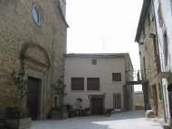 Biosca: .. una plaça rectangular, gairebé totalment tancada, amb l'església a una banda i Can Comardí - on penso dinar-, a l'altra  Josep Maria Santesmasses Palou
