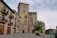 Les Oluges: 'Les Oluges és un poble estirat i costerut, adossat a la muntanya.'  Giliet de Florejacs
