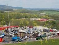 esquema d'una explotació petroliera mitjançant la tècnica del fracking