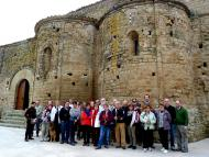 fotografia de grup davant Sant Pere de Talteüll