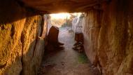 Llanera: L'interior del dolmen totalment il·luminat  Xavier Sunyer