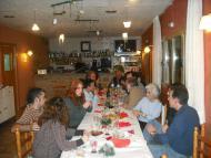 Florejacs: una vintena de veïns es van reunir al restaurant La Redolta per fer la torronada i una cantada de nadales  Ajuntament de Torrefeta