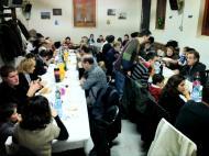 Palou:  seixanta veïns van trobar-se al local social per fer cagar el tió, sopar i acabar amb torronada  Quim Diez