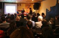 Jaume Moya i David Garcia (membres de la PAF) en un moment de la xerrada al Casal la Fura de Solsona