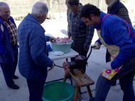 Ribera d'Ondara: 1a Festa del Porc a la Vall d'Ondara, fent el mandongo  CC Segarra