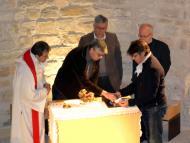 Alta-riba: El GRAN MOMENT del traspàs de la Relíquia de Sant Jordi d'Alta-riba.  Maribel Calafell