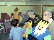 Guissona: Avis i nens comparteixen un taller per Sant Jordi   Ajuntament Guissona