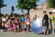 Sedó: Al Casal d'Estiu van fer ous fregits cuinats a la placeta amb la cuina solar del Centre Social.  Ajuntament TiF