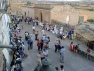 Bellveí: La gent es congrega pel ball  Laia Argelich