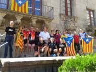 rebuda dels ciclistes pel Paer en Cap a la Plaça Major