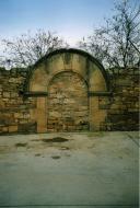 Gramuntell: Porta de l'antic cementiri  Paquita