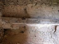 Torà: detall de la menjadora a l'interior de la cabana  Ramon Sunyer