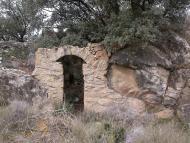 Vall del Llobregós: cabana encastada entre el rocam  Ramon Sunyer