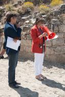 Alta-riba: Sra Eli Pascual - llegint la carta de la filla de l'escultor Josep Ma Subirachs excusant la seva absència  Miquel Torres