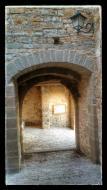 Montfalcó Murallat: portal vila-closa  Ramon Sunyer