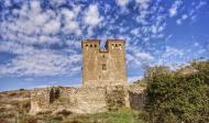 Montcortès de Segarra: el castell té dues grans torres bessones quadrades  Ramon Sunyer
