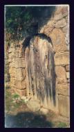 Montargull: Detall porta  Ramon Sunyer