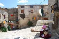 Montfalcó Murallat: parades a la plaça  Ramon Sunyer