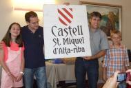 Alta-riba: Regal dels Amics del castell Sant Miquel d'Alta-riba per les futures estances del castell.  AACSMA