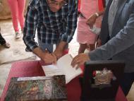Alta-riba: Signatura dels nous Amics i Amigues al llibre dels Drets i Honors del Castell Sant Miquel d'Alta-riba.  AACSMA