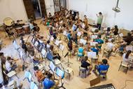 Cervera: Assaig de l'Orquestra Juvenil de Curs de Música dirigida per Manel Valdivieso  Jordi Prat