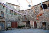 Tordera: Tordera és una vila closa, formada per nou cases unides  Ramon Sunyer