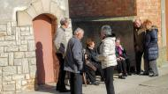 El Canós: gent a la sortida de missa  Ramon Sunyer