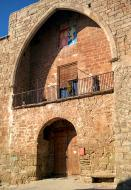 Les Pallargues: arc gòtic  del castell  Ramon Sunyer