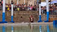 Guissona: espectacle de dansa aquàtica a la font  Ramon Sunyer