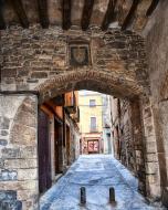 Verdú: Portal de la plaça Major, conegut també com a portal de Guimerà  Ramon Sunyer