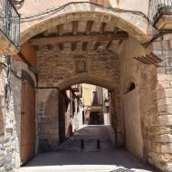 Verdú: Portal de la plaça Major o de Guimerà  Ramon Sunyer