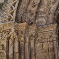 Verdú: Detall de la portalada de l'església de Santa Maria  Ramon Sunyer