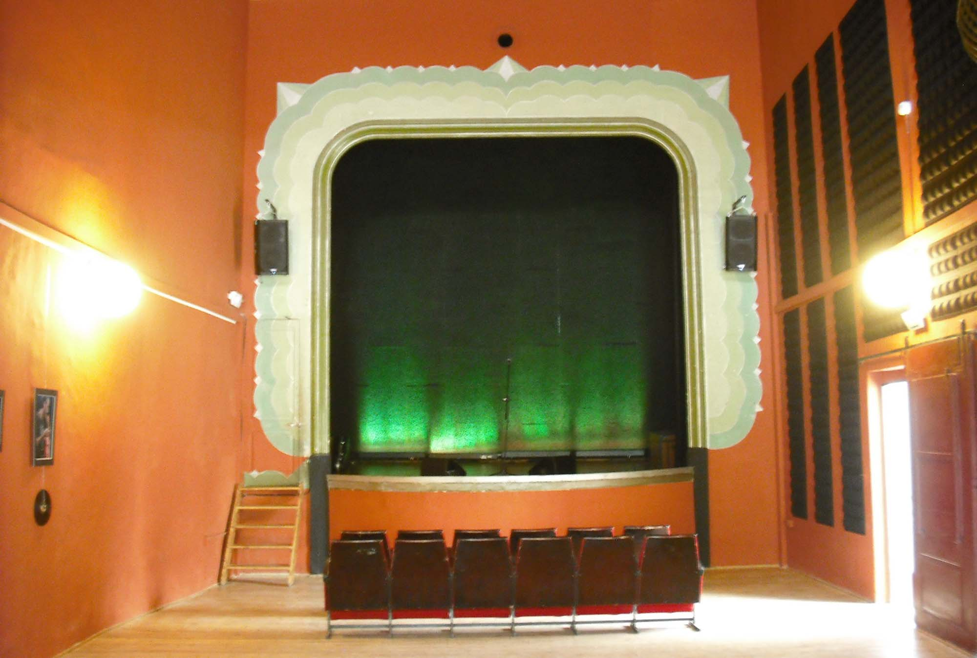 Building  Teatre ca l'Eril