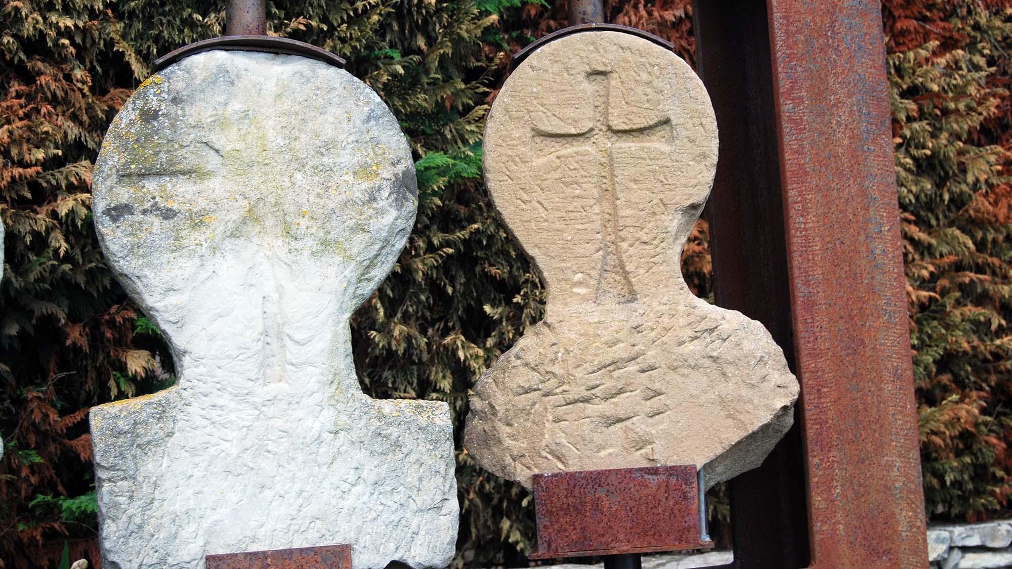 Funerary  Esteles